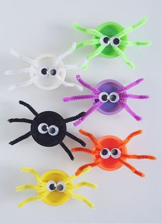 play doh spiders - love this as a candy alternative for school gifts! (only use 4 pipe cleaners so the spiders have the correct number of legs, LOL!)