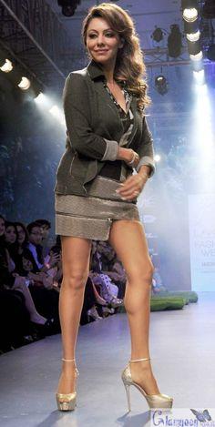Gauri Khan RampWalk in Satya Paul Dress at LFW 2015