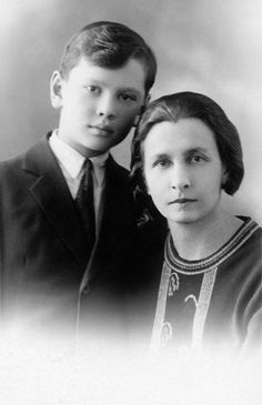 Yul Brynner and his mother Maria Blagovidova