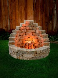 Latessa Fire Pit - - Romanstone offers all the hardscapes you need to build your ream oasis. Our affordable DIY kits are a fast and easy way to transform your outdoor party patio. Diy Outdoor Fireplace, Backyard Fireplace, Fireplace Modern, Fireplace Ideas, Cool Fire Pits, Diy Fire Pit, Fire Pit Kits, Best Fire Pit, Fire Pit Plans
