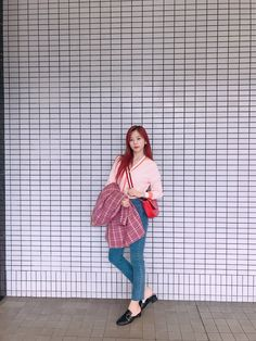 Nayeon Bias Wrecker Jiu Dreamcatcher, Love You A Lot, Airport Style, Airport Fashion, Soyeon, Kpop Girls, Dream Catcher, Normcore, Pop Idol