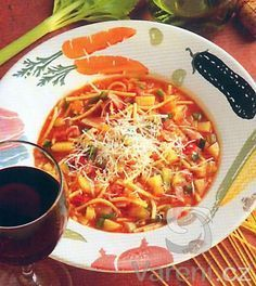 Minestrone Its A Wonderful Life, Thai Red Curry, Chili, Ethnic Recipes, Czech Republic, Soups, Drinks, Drinking, Beverages