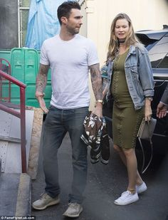 Behati Prinsloo shows off baby bump as she and Adam Levine grab dinner Casual Maternity Outfits, Stylish Maternity, Pregnancy Outfits, Maternity Fashion, Casual Outfits, Men Casual, Adam Levine Behati Prinsloo, Adam Levine Style, Daily Mail Celebrity