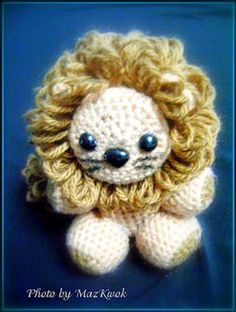 This little crochet amigurumi lion is so adorable! I love his curly mane.  Little lion amigurumi - Media - Crochet Me