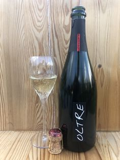 Bronner 60%, Johanniter 40% Red Wine, Alcoholic Drinks, Bottle, Glass, Drinkware, Flask, Corning Glass, Liquor Drinks, Alcoholic Beverages