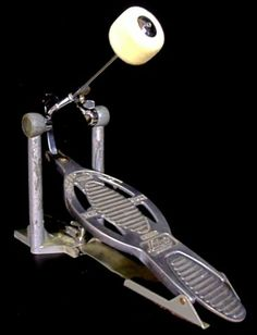 VINTAGE LUDWIG SPEED KING BASS DRUM PEDAL. NICE CONDITION!