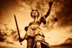 ΣΕ ΜΙΑ ΘΑΛΑΣΣΑ ΕΚΦΥΛΙΣΜΟΥ,ΜΟΝΟ Η ΔΙΕΡΕΥΝΗΣΗ ΤΗΣ ΑΛΗΘΕΙΑΣ ΕΙΝΑΙ ΤΟ ΚΑΛΥΤΕΡΟ ΟΠΛΟ ΓΙΑ ΕΠΙΒΙΩΣΗ. Conspiracy, Greece, Wonder Woman, Statue, Superhero, Concert, Fictional Characters, Women, Art