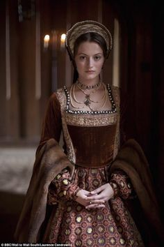 "Lucy Worsley's ""Six Wives"" - Historical Clothing Mode Renaissance, Costume Renaissance, Medieval Costume, Renaissance Clothing, Renaissance Fashion, Medieval Dress, Italian Renaissance Dress, Tudor Costumes, Period Costumes"