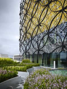 Interesting facade, Library of Birmingham, West Midlands, England.  architect:  Mecanoo  photo:  Christian Richters