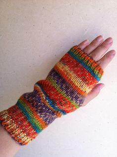 太陽のハンドフォーマーの作り方 Wrist Warmers, Handmade Home, Fingerless Gloves, Opal, Knit Crochet, Diy And Crafts, Dolls, Knitting, Sewing