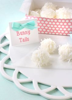 Easter Bunny Tail Truffles - This really is the cutest and simplest recipe! Hope you love it for Easter! +25 Easy Easter Cakes and Desserts!