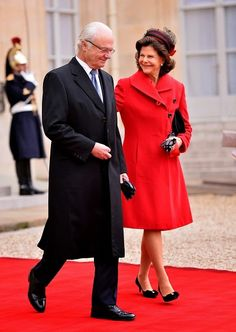 King of Sweden Carl XVI Gustaf (R), Swedish Queen Silvia (L) are seen as they arrives Elysee Palace to meet with French President Francois Hollande in Paris on 02.12.2014