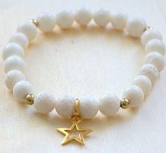 Koral biały, rekonstruowany, gwiazdka srebro pozłacane.   http://pl.dawanda.com/shop/FiuFiu-Oleksy https://www.facebook.com/pages/FiuFiu/845915435440501
