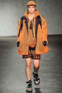 Mar the complete ktz spring 2015 menswear fashion show now on vog Dolly Fashion, High Fashion, Fashion Show, Mens Fashion, Fashion Design, Fashion Trends, Street Fashion, Runway Fashion, Vogue Paris