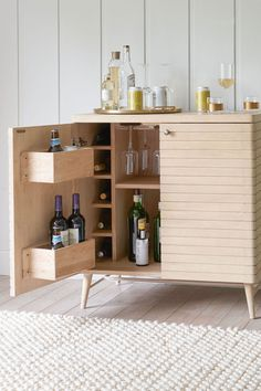 The latest drinks cabinets to get your party off the ground Small Bar Cabinet, Buffet Cabinet, Modern Drinks Cabinet, Espresso Cabinets, Dresser Refinish, Outside Bars, Home Bar Designs, Small Bars, Wine Cabinets