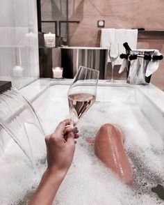 New Travel Fashion Girl Trips 37 Ideas Romantic Bath, Tumbrl Girls, Classy Aesthetic, Spa Day, Bath Time, Fashion Pictures, Luxury Lifestyle, Lifestyle Fashion, Travel Style