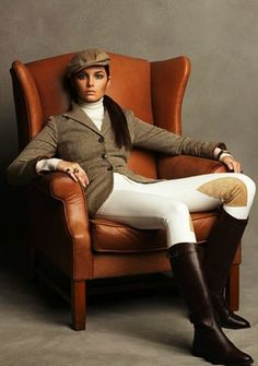 The most important role of equestrian clothing is for security Although horses can be trained they can be unforeseeable when provoked. Riders are susceptible while riding and handling horses, espec… Equestrian Chic, Equestrian Outfits, Equestrian Fashion, Mode Style Anglais, Look Legging, Ralph Lauren Style, English Riding, Country Fashion, English Style