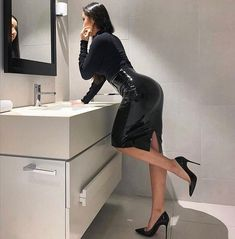 Sexy Skirt, Dress Skirt, High Heels, Shoes Heels, Spike Heels, Skirts, Selfie, Satin, Legs