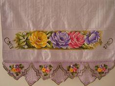Toalha de banho,pintura em tecido e croche - Artes em Crochê e Pintura