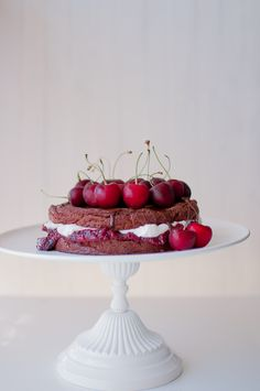 Gluteeniton ja sokeriton Schwarzwaldin kakku on leivottu quinoaan. Tämä helppo suklaakirsikkakakku on myös vegaaninen. Katso helppo ohje.