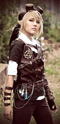 Steampunk Link Cosplayer is Riveting  Get it? Because of the leatherwork? Ah whatever, she did a good job.
