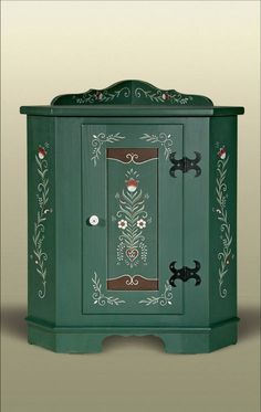 Wooden Painting, Tole Painting, Painted Chest, Painted Doors, Diy Furniture Projects, Furniture Makeover, Hand Painted Furniture, Wood Furniture, Ski Chalet Decor