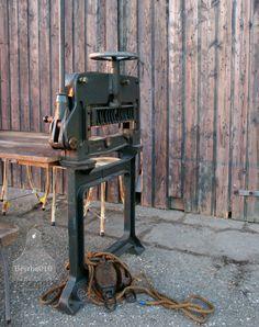 Een echte industriële tafel gemaakt van een oude machine van Herold