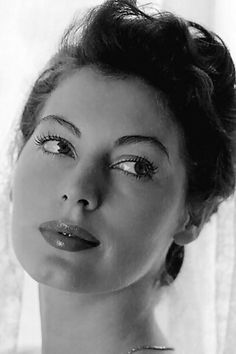 Ava Gardner, A timeless beauty. Old Hollywood Glamour, Golden Age Of Hollywood, Vintage Hollywood, Hollywood Stars, Classic Hollywood, Ava Gardner, Classic Beauty, Timeless Beauty, Emmanuelle Béart