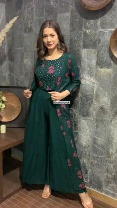 Party Wear Indian Dresses, Designer Party Wear Dresses, Kurti Designs Party Wear, Dress Indian Style, Indian Fashion Dresses, Indian Designer Outfits, Beautiful Dress Designs, Stylish Dress Designs, Fancy Dress Design