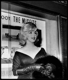 """31 Janvier 1961 / RARE Marilyn lors de l'avant Première du film """"The misfits""""."""