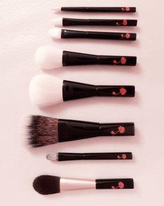 Kihitsu Makie Series | From top: Saibikoho 5-piece set; white Canadian squirrel powder brush & eyeshadow brush | Grey squirrel blush brush
