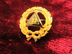 vintage Scottish Rite 33 Degree Wreath Triangle Enameled Masonic mason Pin
