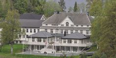 Selbusjøen Hotell & Gjestegård are conscious of our cultural heritage and want to preserve all that is historic and authentic Norway, Hotels, Mansions, House Styles, Home Decor, Decoration Home, Room Decor, Villas, Interior Design