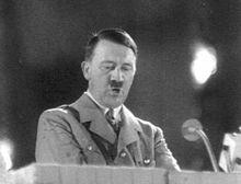 Hitler comiendo en su discurso { GIF } #graciosos #parodias