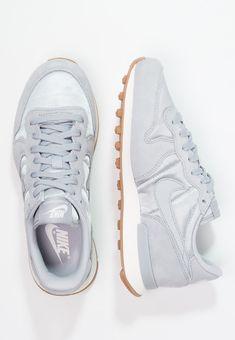 shoes nike noir et marron soriano's father
