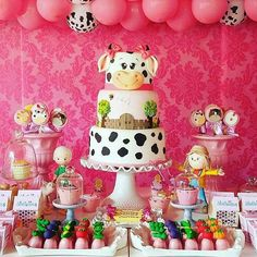 Farm Birthday Cakes, Farm Animal Birthday, Girl 2nd Birthday, 1st Birthday Parties, Farm Themed Party, Barnyard Party, Farm Party, Cow Cakes, Cow Girl