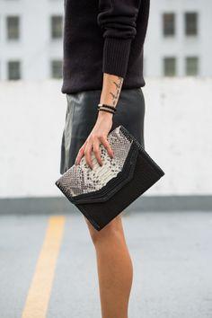 Black leather skirt, chunky sweater, black minimal dressing, fall dressing http://the-unprecedented.ca/minimalfalldressing/