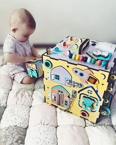 Stylish 33 Exciting Diy Busy Boards Ideas For Toddler Learning That You Need To Try Diy Busy Board, Busy Board Baby, Toddler Learning, Toddler Toys, Baby Toys, Toddler Activity Board, Toddler Activities, Home Design, Busy Boards For Toddlers