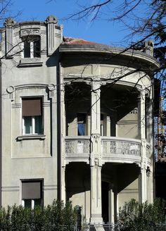 Lo stile Liberty ha esempi suggestivi anche a Ferrara, dove all' inizio del 1900 la borghesia cittadina si affidava ad architetti di fama internazionale...