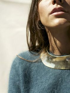 Collier ethno-chic + pull-over duveteux = le bon mix