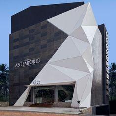 NU.DE interpole formes cristallines sur emporio salle d'exposition en Inde