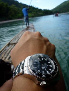 Altough not a fan of the Deepsea Sea Dweller, this is one superb watch photo.