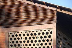 Schule in Myanmar von Ackermann + Raff, Lamellen unterhalb der Dachkonstruktion