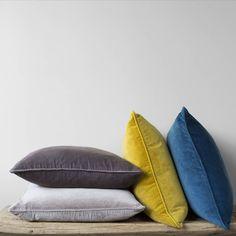 New Living Room Grey Teal Yellow Couch 43 Ideas Yellow Couch, Yellow Cushions, Teal Yellow, Teal And Grey, Velvet Cushions, Dark Grey, Teal Sofa, Mustard Yellow, Mustard Sofa