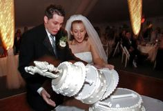 """Funny Wedding Picture...if by funny you mean the schadenfreude of """"^$%#! THIS CAKE COST US A WHOLE HEAP OF MONEY!"""""""