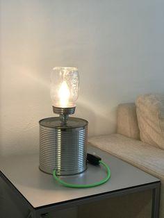 Licht aus der Dose. Upcycling aus Konservendose Fuss: Konservendose Lampenschirm: Konfitürenglas Fassung: Hochwertige Messingfassung, E14, für LED Leuchten Kabel: Textilkabel, ca. 3m Elektrokomponenten: Zwischenschalter, LED-Leuchte, Stecker Table Lamp, Canning, Lighting, Home Decor, Recycled Tin Cans, Flagstone, Bedside Lamp, Floor Lamp Base, Lights