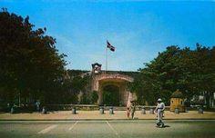SANTO DOMINGO / 70S Puerta del Conde , Santo Domingo . República Dominicana.