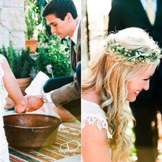 Muuuuito antigamente, as pessoas lavavam os pés um dos outros, como gesto de amor ao próximo.    Para fazer algo inesperado em sua cerimônia e deixá-la ainda mais romântica a noiva se senta em uma cadeira, a madrinha leva o jarro de porcelana e o noivo lava e seca os pés de sua amada e vice versa.    Com uma música emocionante e água perfumada, o ritual é muito mais do que uma simples ideia e sim a essência de um amor correspondido! www.facebook.com/blacktienoivas