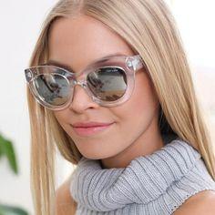 Óculos escuros transparentes.