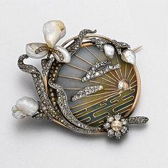 sapphire rings Art Nouveau plique-à-jour enamel, diamond and pearl brooch, circa 1900 - Sotheby's Art Deco Tutti Frutti bracelet with diam. Bijoux Art Nouveau, Art Nouveau Jewelry, Jewelry Art, Antique Jewelry, Vintage Jewelry, Fine Jewelry, Jewelry Design, Vintage Art, Vintage Rings